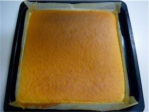 ロールケーキの上面.jpg