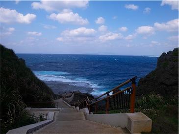 真栄田岬の階段.jpg