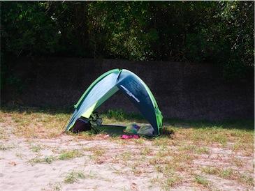 川でのテント.jpg