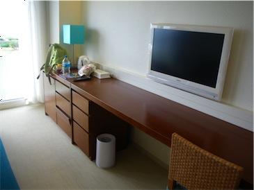 部屋の机.jpg