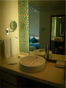 部屋の洗面台.jpg